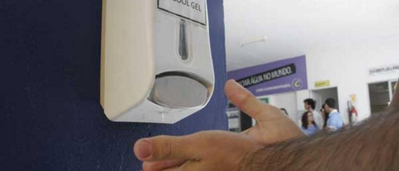 Órgãos e repartições públicas devem dispor de recipientes com álcool em gel