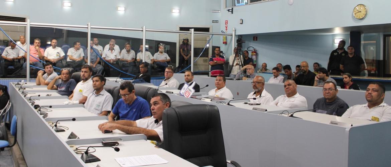 Câmara debate regulamentação de motoristas de aplicativos e táxis
