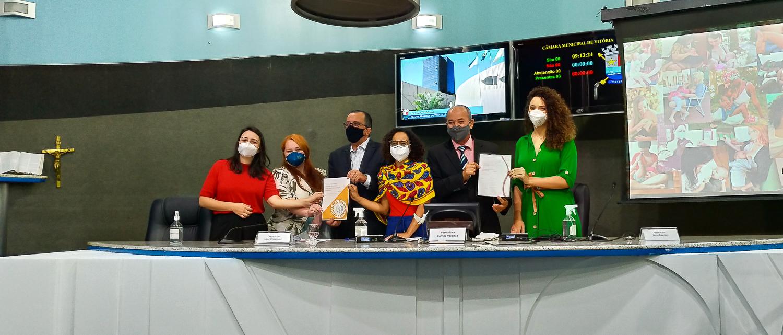 Câmara de Vitória indica a inclusão de lactantes no grupo prioritário de vacinação